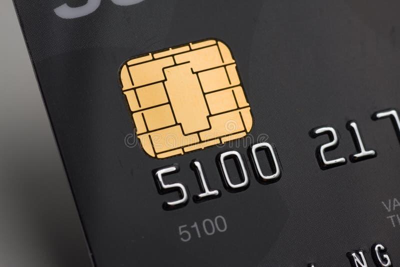 Cartão de crédito com microplaqueta do ouro fotos de stock royalty free
