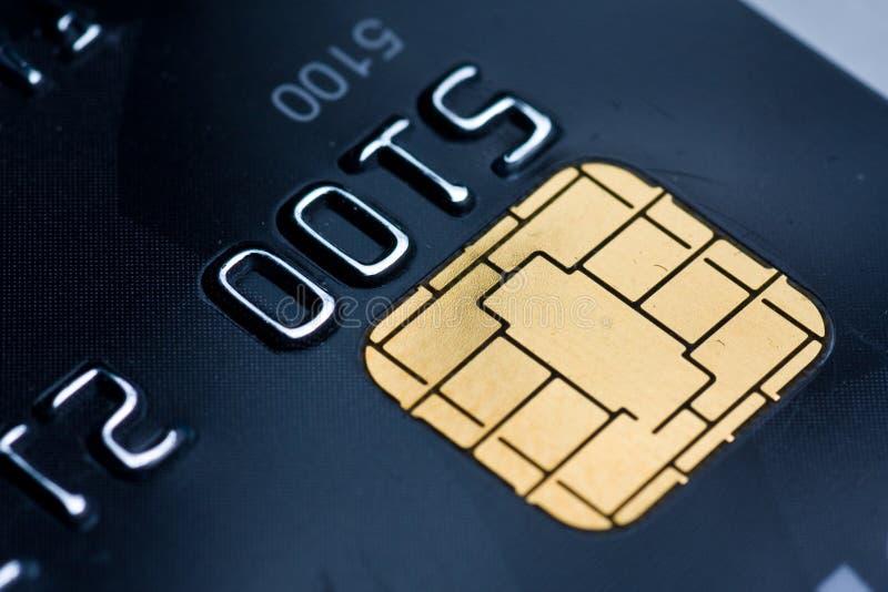 Cartão de crédito com microplaqueta do ouro foto de stock