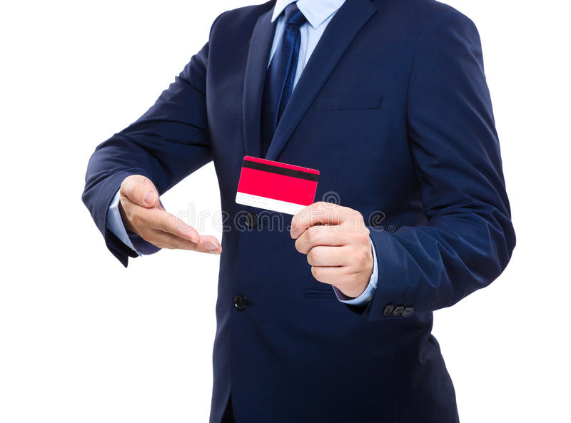 Cartão de crédito da terra arrendada do homem de negócios imagens de stock