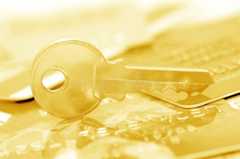 Cartão de crédito e chaves - conceito da segurança imagens de stock royalty free