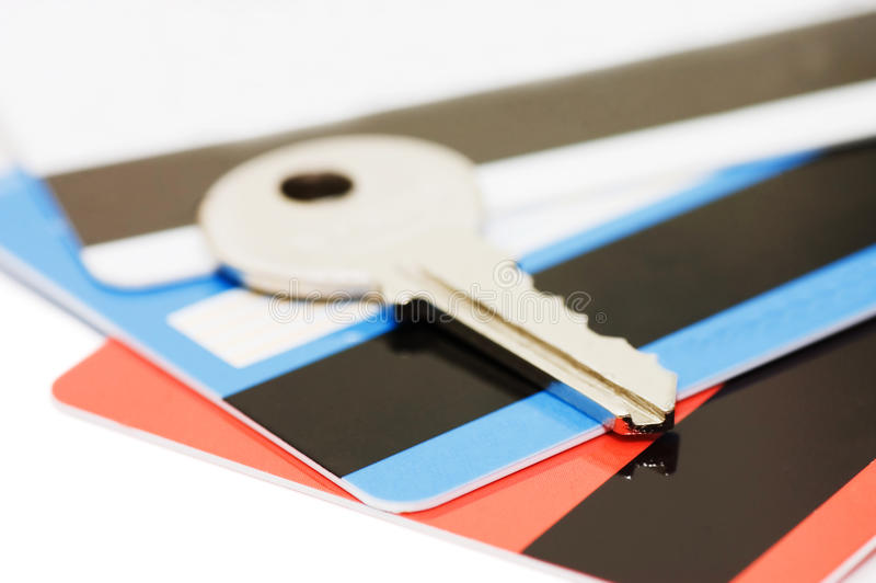 Cartão de crédito e chaves - conceito da segurança imagens de stock