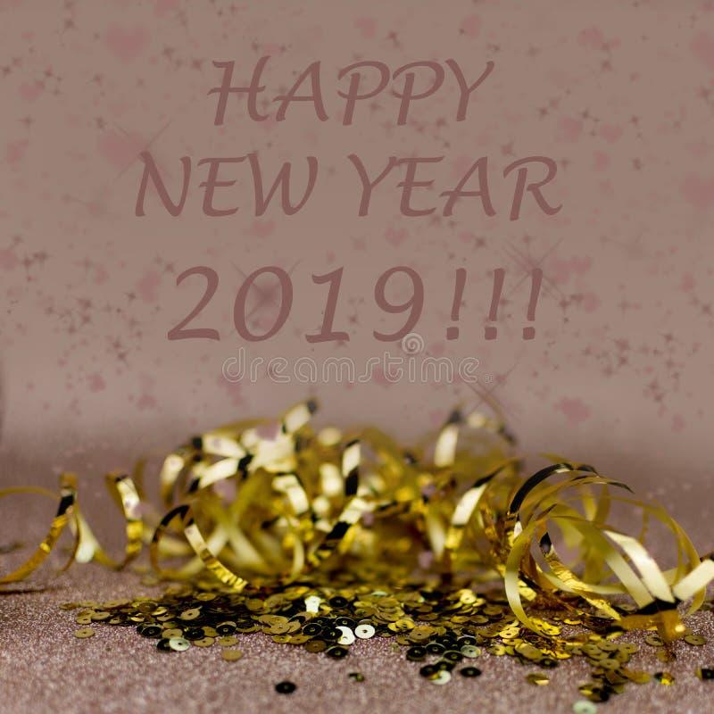 Cartão de cumprimentos do ano novo 2019 Efeitos do brilho e do bokeh no fundo fotos de stock royalty free