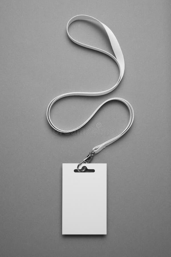 Cartão de identificação do crachá, etiqueta de identificação do estaleiro em fundo cinza fotos de stock