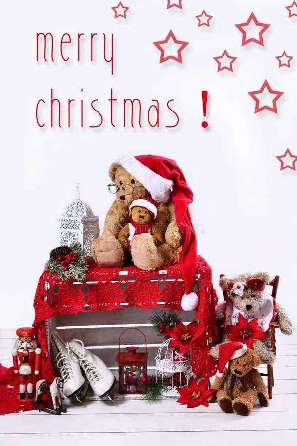 Cartão de Natal com os ursos de peluche no fundo branco imagens de stock