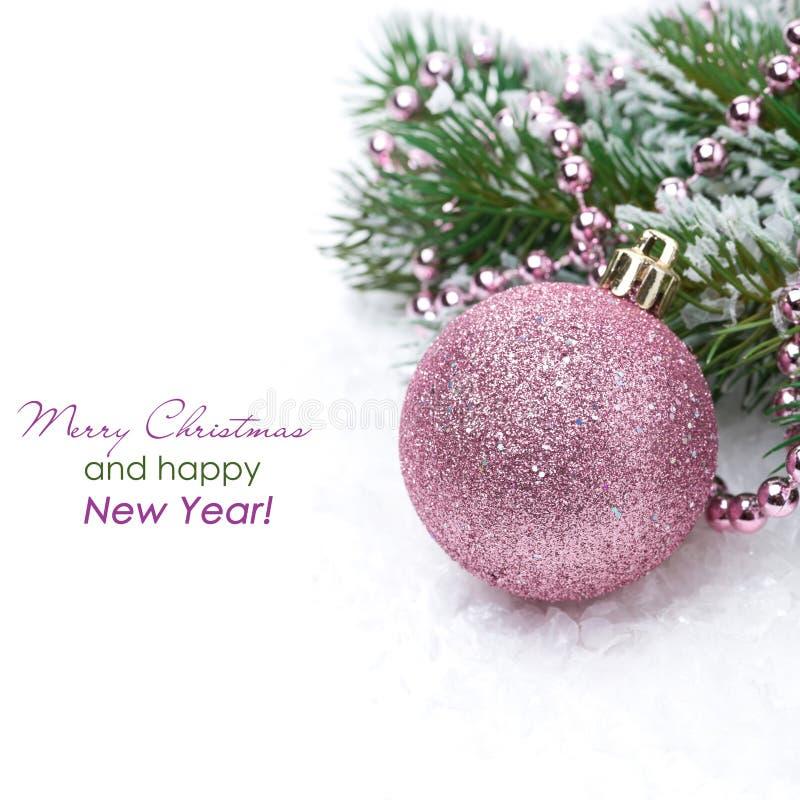 Cartão de Natal com a quinquilharia cor-de-rosa, isolada foto de stock