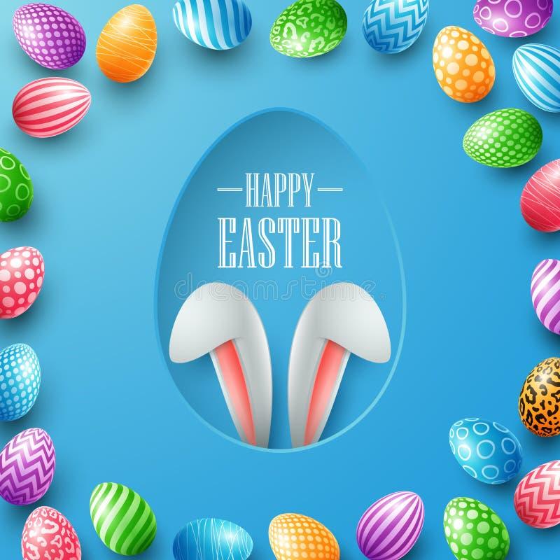 Cartão de Páscoa feliz com as orelhas do coelho que escondem no furo do ovo e em quadros coloridos dos ovos no fundo azul ilustração stock