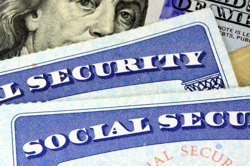 Cartão de segurança social e de moeda cem dos E.U. nota de dólar imagem de stock