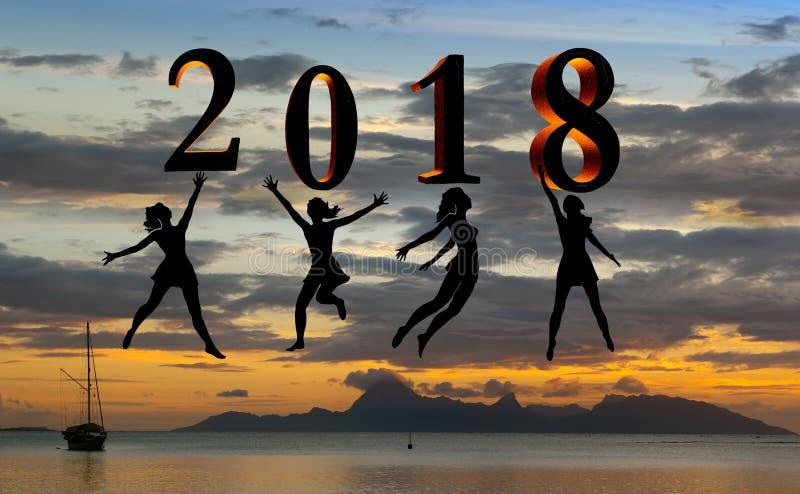 Cartão 2018 do ano novo feliz Mostre em silhueta a jovem mulher que salta na praia tropical sobre o mar e no número 2018 com fund imagem de stock