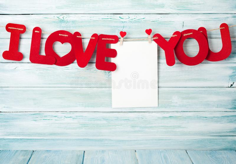 Cartão do dia de Valentim com eu te amo palavras imagens de stock