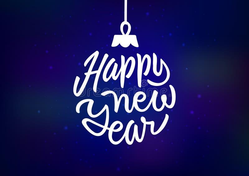 Cartão do feriado do ano novo feliz com rotulação da inscrição sob a forma de um brinquedo da bola do Natal no fundo azul ilustração royalty free