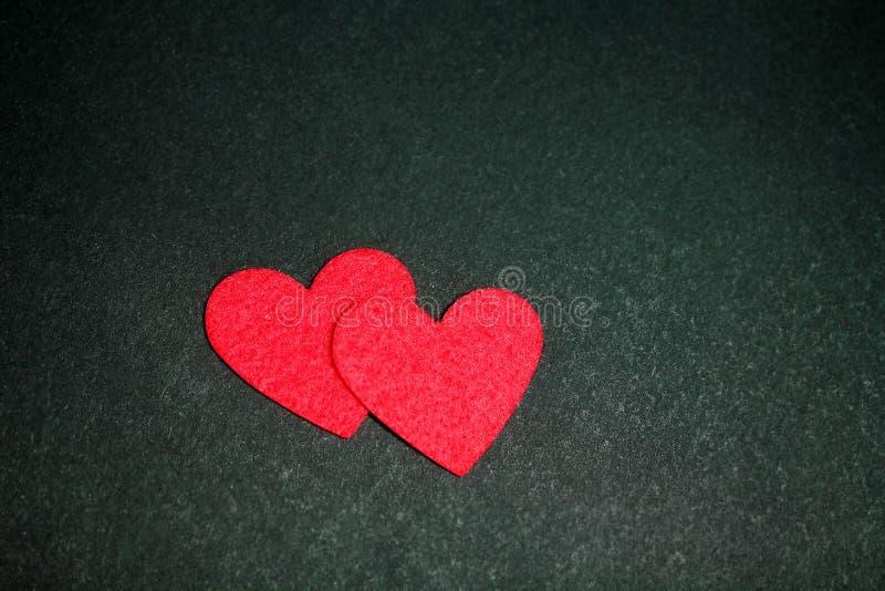 Cartão do feriado com corações no preto foto de stock