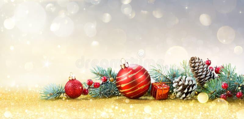 Cartão do Natal com ornamento fotografia de stock royalty free