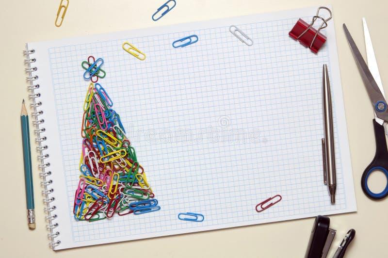 Cartão do Natal feito dos artigos de papelaria fotografia de stock
