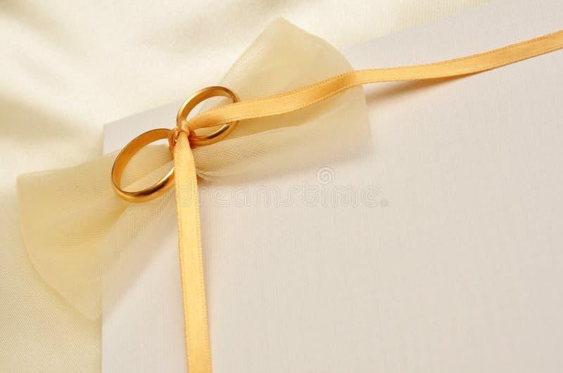 Cartão dos anéis de casamento imagem de stock royalty free