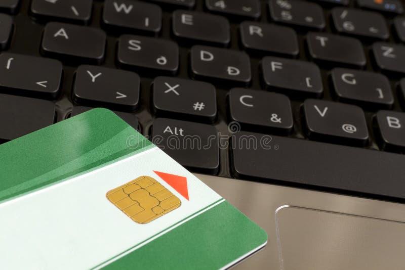 Cartão e teclado de microplaqueta foto de stock royalty free