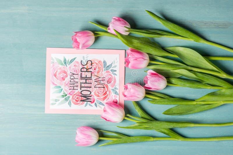Cartão e tulipas do dia de mães fotos de stock royalty free