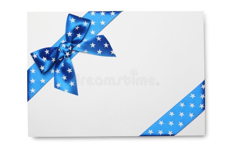 Cartão em branco com curva da fita azul fotos de stock royalty free