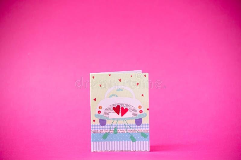 Cartão feliz no fundo cor-de-rosa, espaço do dia de Valentim da cópia foto de stock royalty free