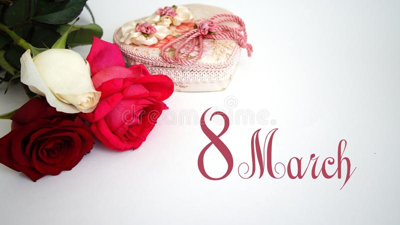 Cartão, rosa do branco, rosa do vermelho, rosa do rosa no fundo branco isolado foto de stock