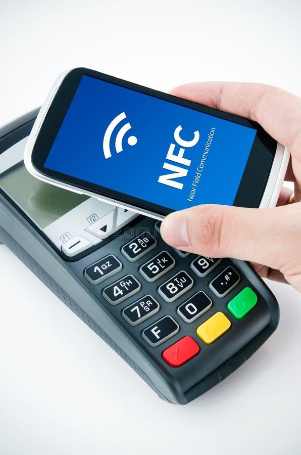 Cartão sem contato do pagamento com microplaqueta de NFC fotos de stock royalty free