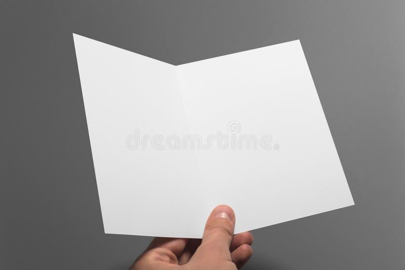 Cartão vazio do convite isolado no cinza imagem de stock royalty free