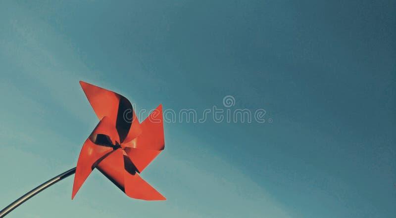 Cartão vermelho do moinho de vento fotografia de stock