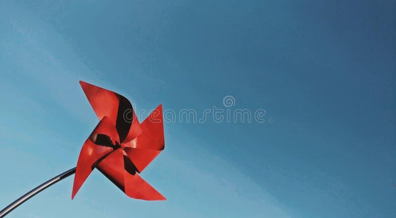 Cartão vermelho do moinho de vento foto de stock royalty free
