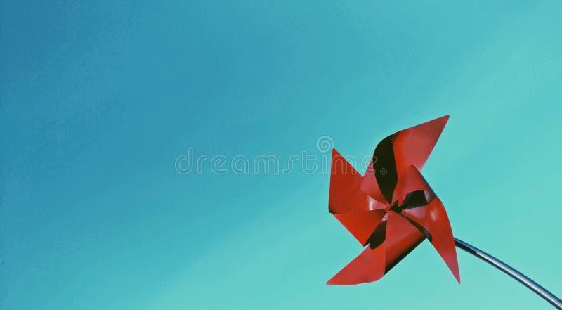 Cartão vermelho do moinho de vento fotos de stock royalty free