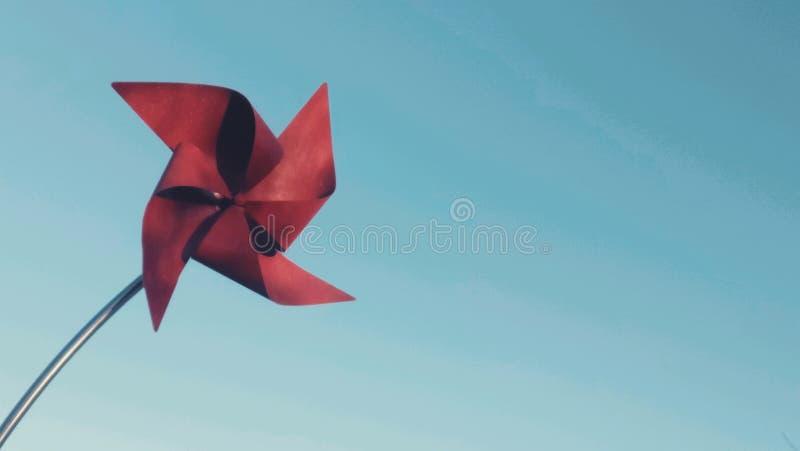 Cartão vermelho do moinho de vento foto de stock