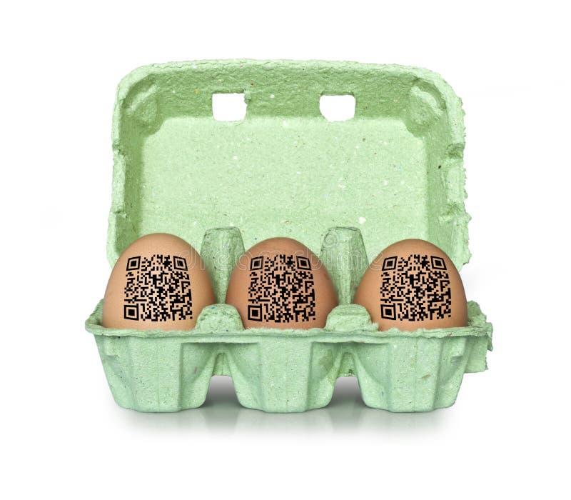 Cartón de huevos con códigos de QR fotos de archivo libres de regalías