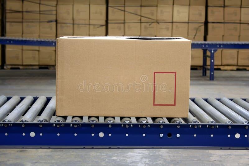 Cartón en transportador foto de archivo libre de regalías