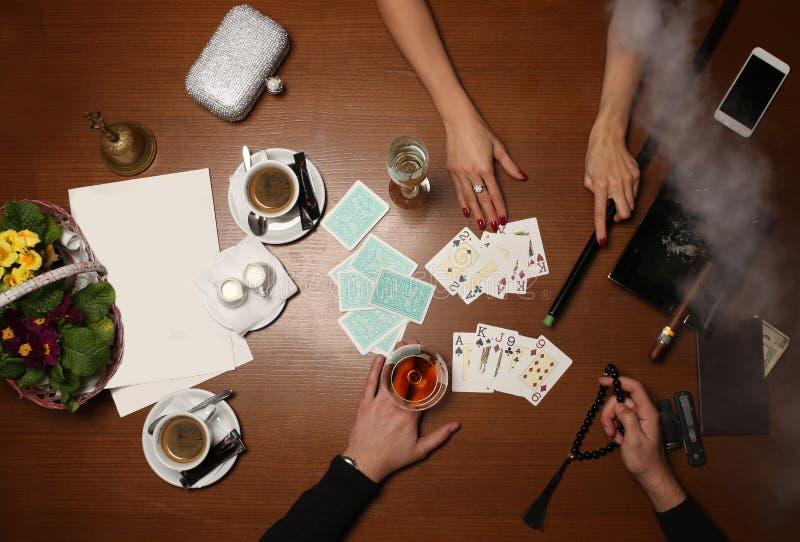 Cartões de jogo dos povos Fim acima imagem de stock royalty free