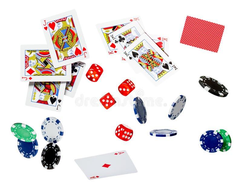 Cartões de jogo e pôquer Chips Fly Casino Concept isolado em um fundo branco fotos de stock royalty free