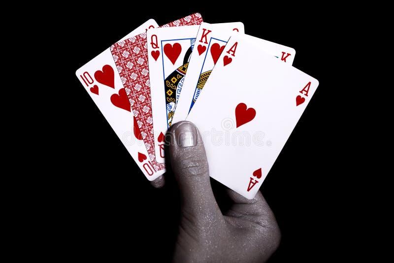Cartões de jogo na mão masculina de prata imagem de stock