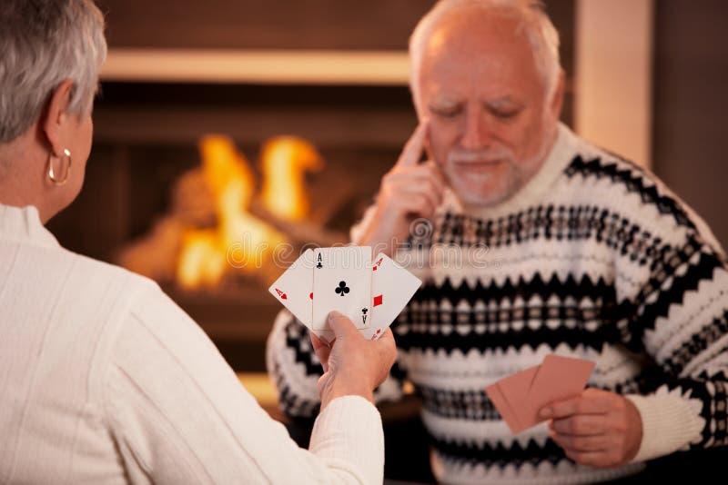 Cartões de jogo sênior dos pares imagens de stock royalty free
