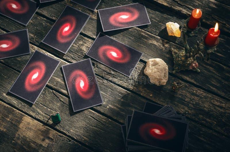 Cartões de Tarot Conceito futuro da leitura divination foto de stock royalty free