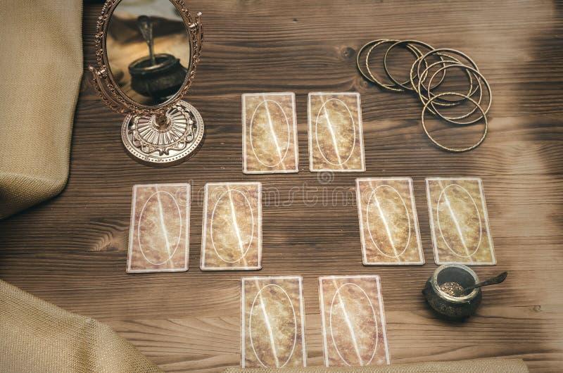 Cartões de Tarot Leitura futura Caixa de fortuna foto de stock