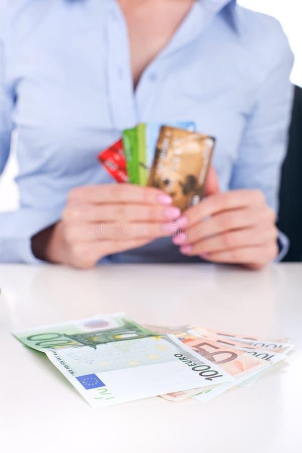Cartões do dinheiro e de crédito do dinheiro foto de stock royalty free