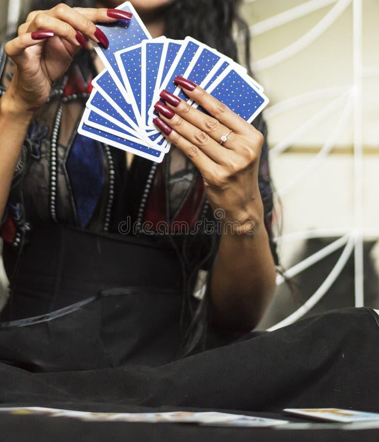 cartões do ofTarot da parte traseira à disposição com pregos vermelhos fotografia de stock royalty free