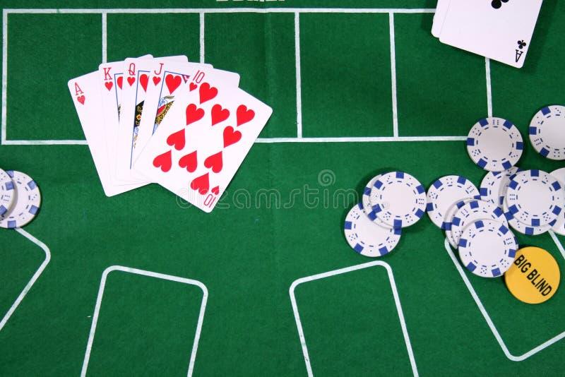Cartões e microplaquetas para o póquer imagens de stock royalty free