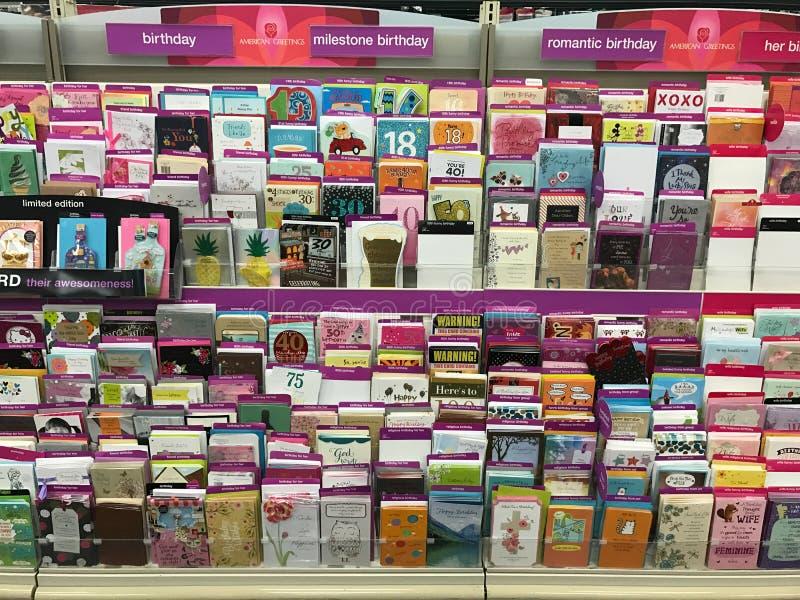 Cartões em uma loja de cadeia fotografia de stock