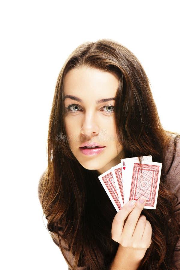 Cartões lindos do póquer da terra arrendada da mulher imagem de stock royalty free