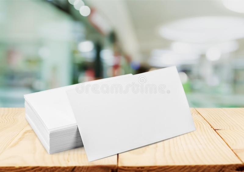 Cartões na tabela fotos de stock