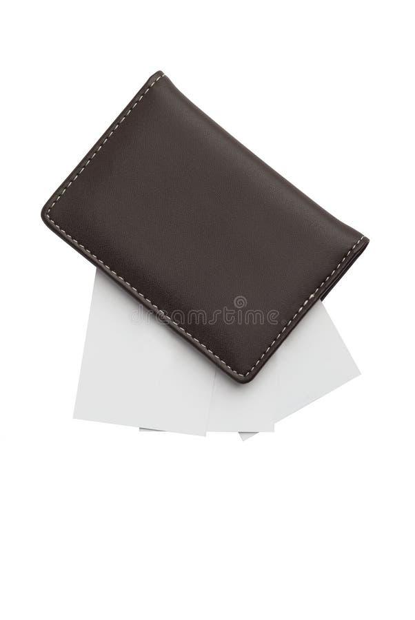 Cartões no suporte de cartão de couro fechado imagens de stock