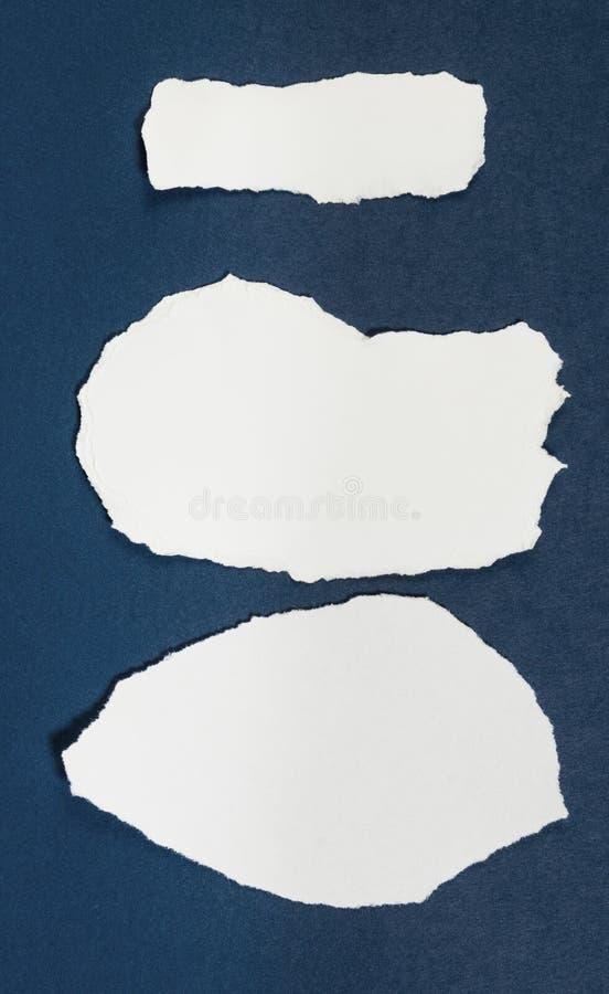 Carta in bianco lacerata con lo spazio della copia per testo o il messaggio fotografia stock
