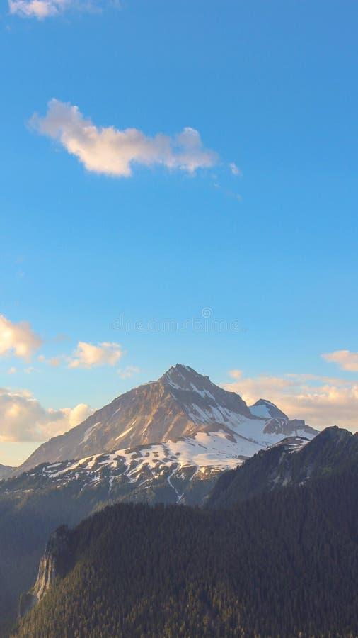 Carta da parati del telefono di britannici Colombia Canada della montagna di aumento immagini stock