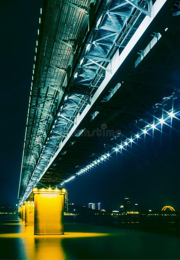 Carta da parati: ponte di Wuhan il fiume Chang Jiang immagine stock libera da diritti