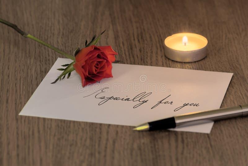 Carta de amor com uma Rosa & uma vela foto de stock royalty free