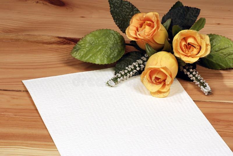 Carta de amor con las rosas fotografía de archivo libre de regalías