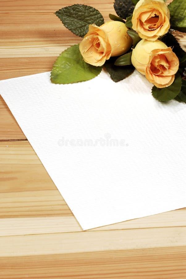 Carta de amor con las rosas foto de archivo libre de regalías